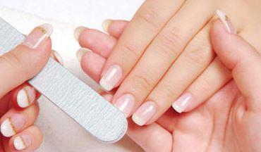 Из-за чего ногти могут быть ребристыми?