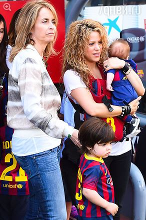 Шакира с сыном посетила футбольный матч