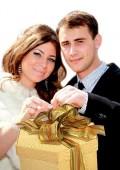 Какие подарки принято дарить на свадьбу?